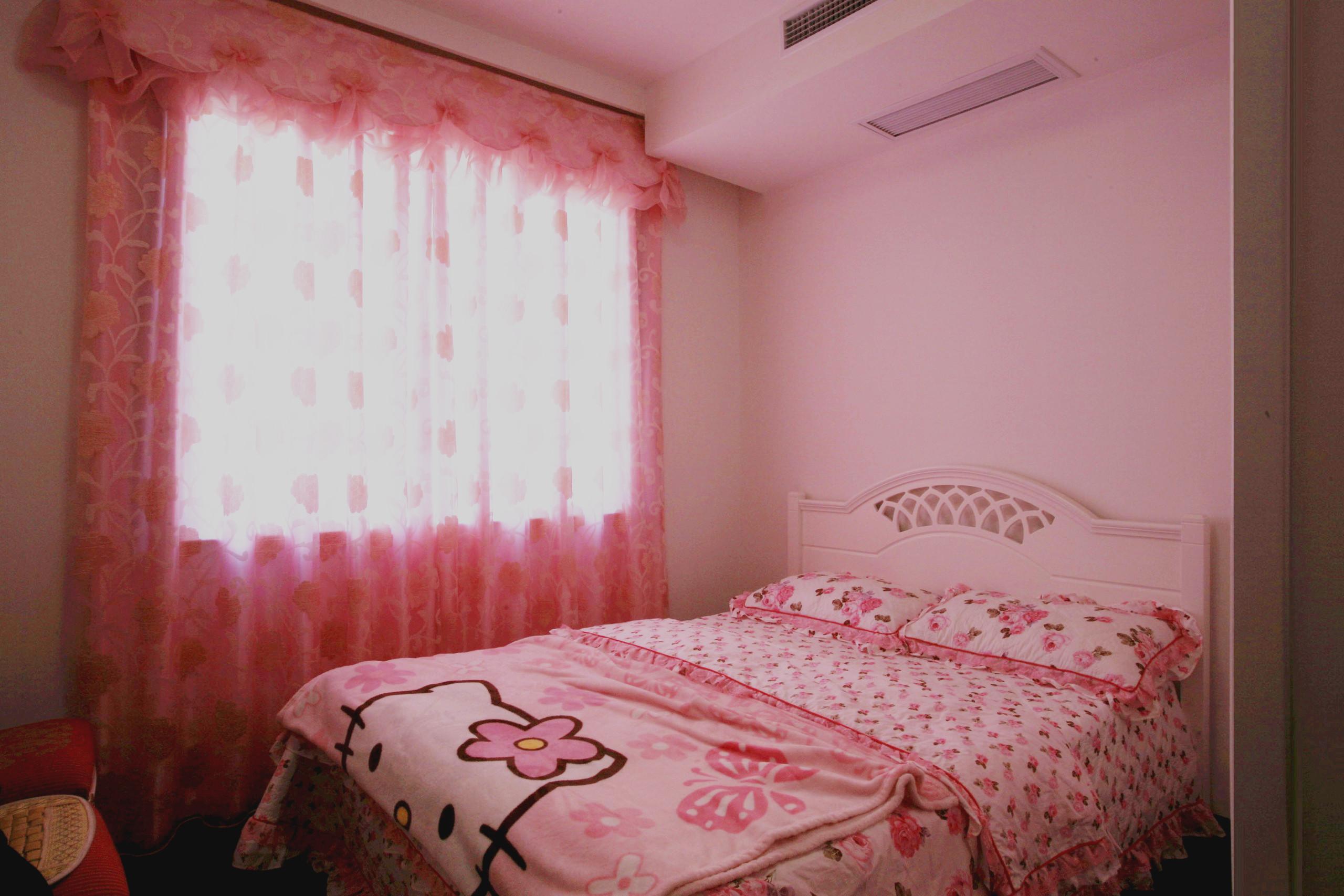 粉色的卧室甜美可爱,延续了儿时的公主梦,睡在这样的床上一定可以遇见